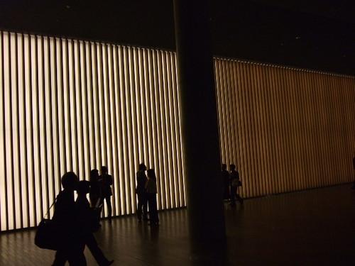 4_3_2.国立新美術館の中。