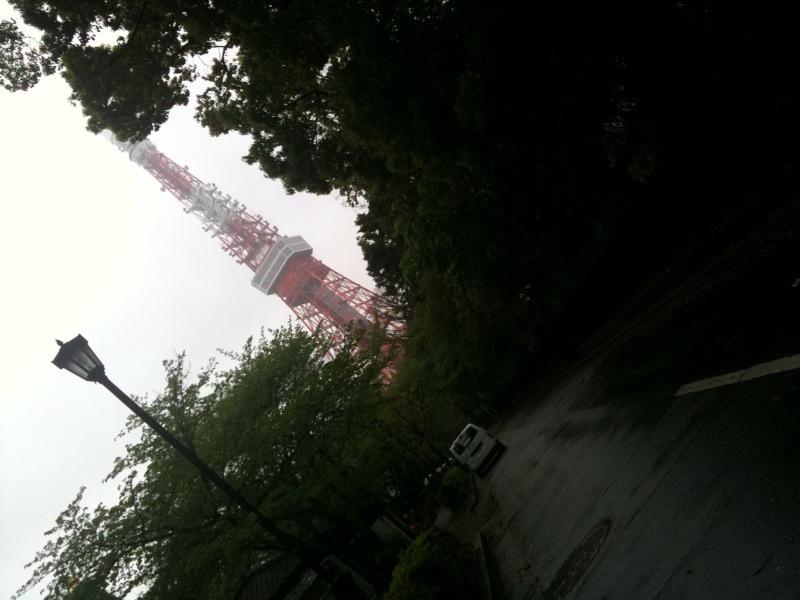 東京タワーに向かって。