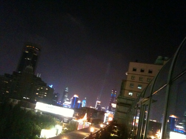 ホテルの屋上。