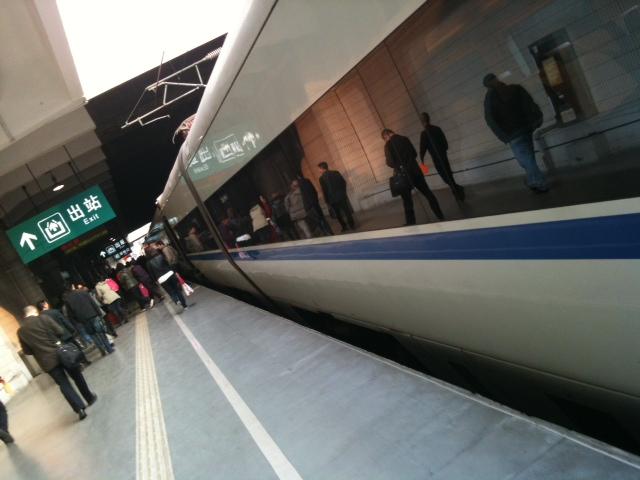 高速列車に乗る、広州。